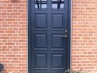 Billede af flot yderdør med fyldninger til din bolig