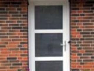 Billed af hvid hoveddør i PVC med glas