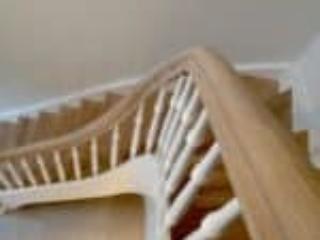 Billede af trappe som buer i svinget og har egetræstrin