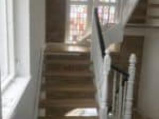 Flotte klassisk designede trapper over hinanden med flere repos
