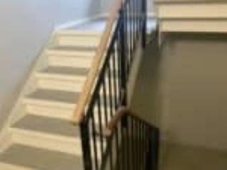Opgangens betontrappe er forlænget med en ståltrappe