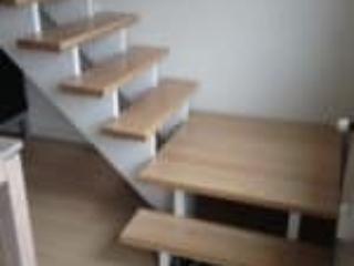 Trappetrinnet i hjørnet på denne 90 graders trappe er et repos