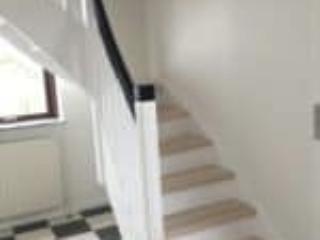 Trappens dele kan males i sort eller andre farver efter ønske