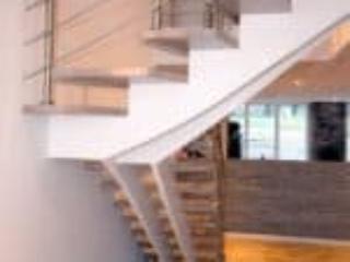 Når trappens vanger er under trinene så syner trappen mere let