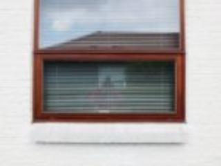 Mahognivindue med nødudgang monteret i bolig på Fyn