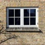 Nye sidehængte vinduer i træ med palæsprosser