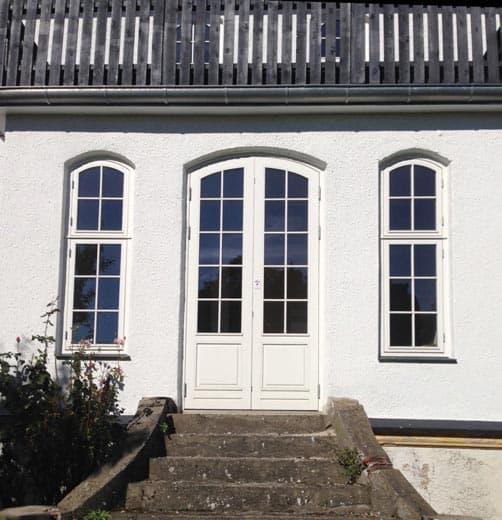 Billeder af buede-skrå vinduer