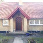 Hyggelig rustikt indrettet hus med 3-fags vindue samt fordør