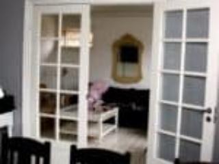Indvendige døre med glas til gennemsigtighed imellem rum