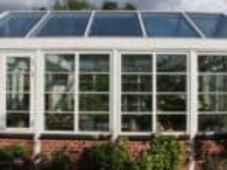 Smarte vinduer med sprosser i flot orangeri