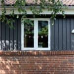 Nyt hvidmaled 2 fags sidehængt vindue i træ