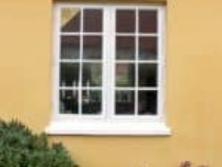 Klassisk vindue i traditionelt skagen hus