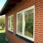 Hvide topstyrede vinduer i 2 fag