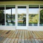 Terrassedør i træ malet i hvid og med højisolerende glas
