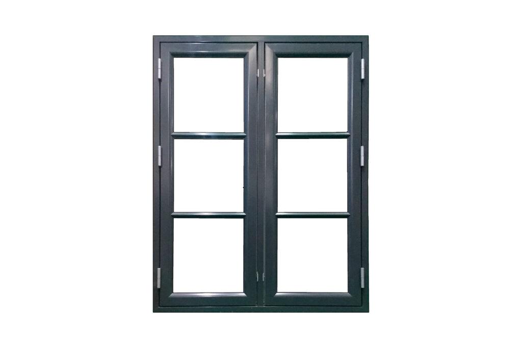 Mørkt træ-alu vinduer med klar glas